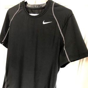 EUC s/s Nike Pro Dri-fit shirt